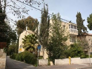 BEAUTIFUL 3 BR  APARTMENT with Rooftop Terrace, Jerusalem