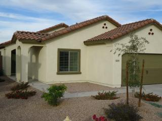 LOVELY 4 BEDROOM BUNGALOW NOW WITH HOT TUB, Maricopa