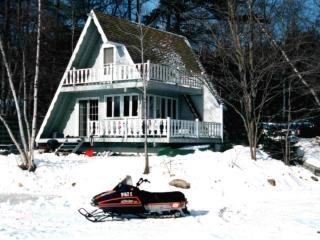 Lakefront and mountainside 3 br chalet, Bridgton