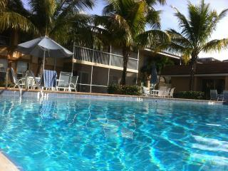 Clean - Spacious - Affordable - 2 bed 2 bath., Fort Myers