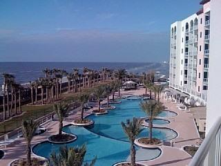 New!!Luxurious Ocean front condo, Galveston TX, walk to beach from swimming pool