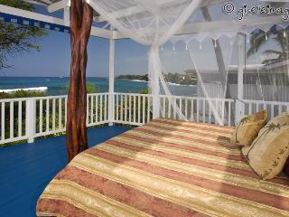 Oceanfront Lovers Delight*Surfers Dream BeachHouse, Kailua-Kona