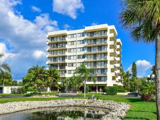 Beach Condo across from Siesta Beach