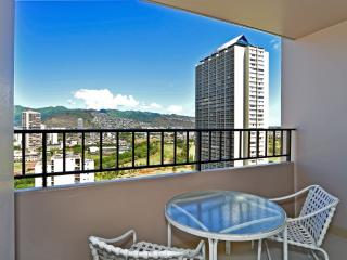 Beautiful Condo Amazing Views and Free Parking, Honolulu