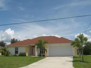 Casa Lucida - 4 BR Home with Amazing Pool Area, Cape Coral