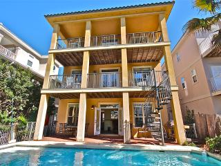 Beautiful Home Close to Beach Private Pool Slps 13, Destin