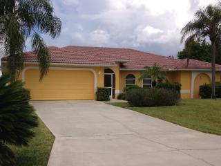 Comfortable four bedroom home for your vacation., Cape Coral