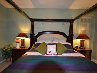 Emerald Island 8 Bedroom Villa (3 King 2 Queen)