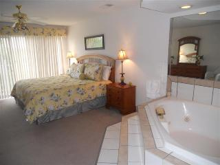 One bedroom Jacuzzi Suite, Branson