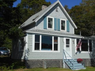 Seasonal Oceanfront Cottage, Fabulous Views, Chamberlain