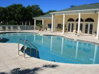 Amazing  3 bed 2 bath condo, clubhouse, pool & gym