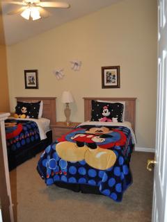 Twin bedroom #4