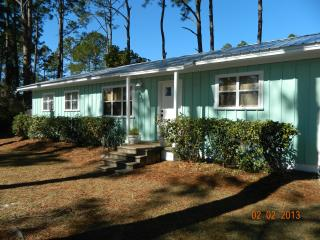 Charming 4 BR / 2 Bath Cottage Close to Beach!, Mexico Beach