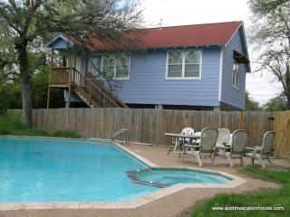 Gigabit Internet * Pet Frendly * Private Pool, Austin