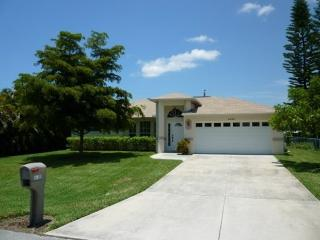 Cape Escape - SW Cape Pool Home w fenced yard, Cape Coral