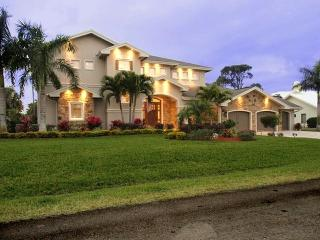 Beautiful home in Naples ! Pet Friendly!