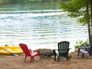 Quiet and Relaxing Waterfront Lake House, Waterboro