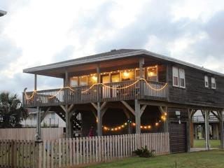 Charming Beachside Home - Awesome View - Hot Tub, Galveston