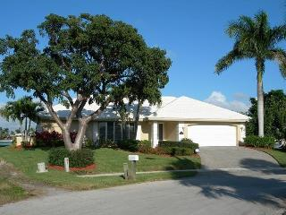 Walk to Beach, Gorgeous Waterfront Views, Marco Island