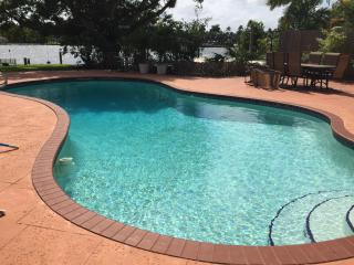 Waterfront Luxury Home-beach1/2 mile, Heated Pool