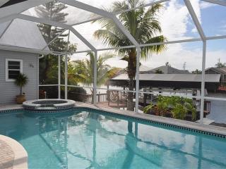 Beautiful 5/3 Villa Gulf Access, Boat rental, Spa, Cape Coral