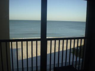 BEACH CONDO OVERLOOKING THE GULF of MEXICO, Madeira Beach