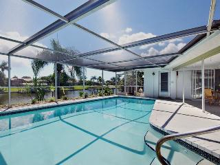 FINNIGAN'S KEYE, GULF ACCESS CANALHEATED POOL WIFI, Cape Coral