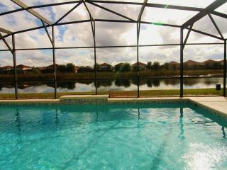 Private, super-sized,south-facing and pond-view Pool, WiFi, Close to Club House