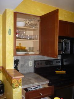 kitchen ware B