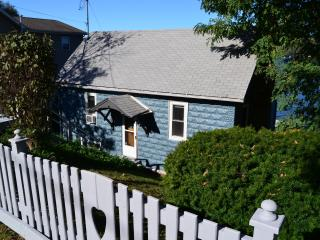 Charming, pet-friendly cottage on Keuka Wine Trail, Keuka Park
