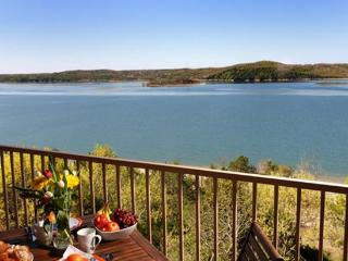 Lakefront 3BR Penthouse: Best on the Lake!, Hollister