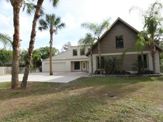 3BA/2BA Waterfront Heated Pool Home near beaches, Bonita Springs