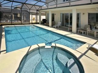 LOVELY 8BED OVERSIZE POOL/SPA, PRIVATE BACKYARD