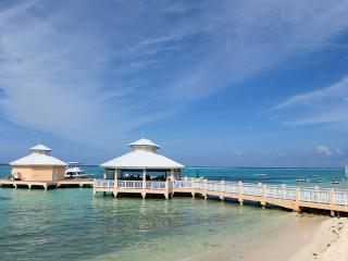 Grand Cayman,  Ocean Front Condominium, East End