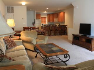 Wildwood Square 4BR/3.5BA, Pool, Sleeps 10