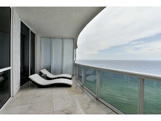 Magnificent 3 Bedroom Condo on the Beach, Sunny Isles Beach
