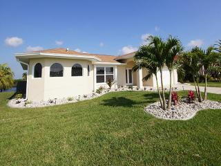 Holiday House Villa Layla s Oasis with pool, Cape Coral