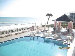 Warm up in Florida at Sea Oaks! 1 block from ocean, Vero Beach