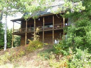 Great Log Home on Winnipesaukee for 12!
