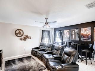 5BR; 2 King Suites with Movie Theater - 1038CYP, Davenport