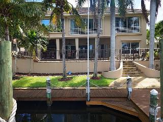 Waterfront Gulf Access Home with Pool, Spa, Dock, perfect for families, couples
