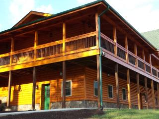 10 Bedroom Log Home Mountain View FREE NIGHT OFFER, Luray