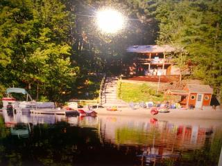 Spectacular Waterfront Log Cabin W/ Sandy Beach, East Wakefield