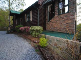 5 bedroom, private heated pool, near Dollywood, Sevierville