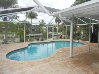 Waterfront, Pool Home for Beach Lovers, Fort Myers Beach