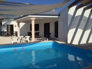 House with big pool, Progreso
