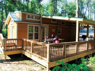 Christmas Cabin- Closest Lodging to Holiday World!, Santa Claus