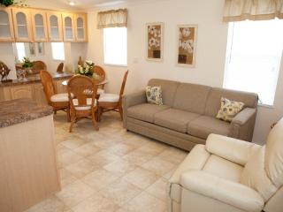 Cute 1 Bedroom Cottage on RV Resort in Naples!, Napels