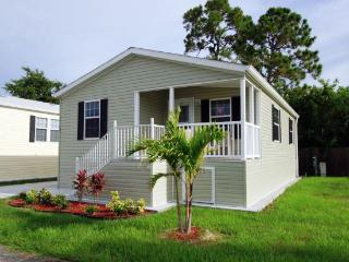 2Bdrm Cottage 2 Miles From Beach in Fort Myers!