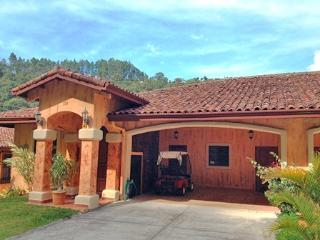 Luxury Villa inside Idyllic Valle Escondido, Boquete